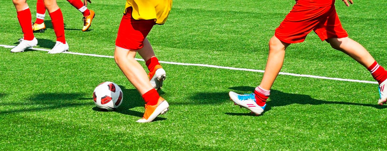 Césped artificial en campos deportivos
